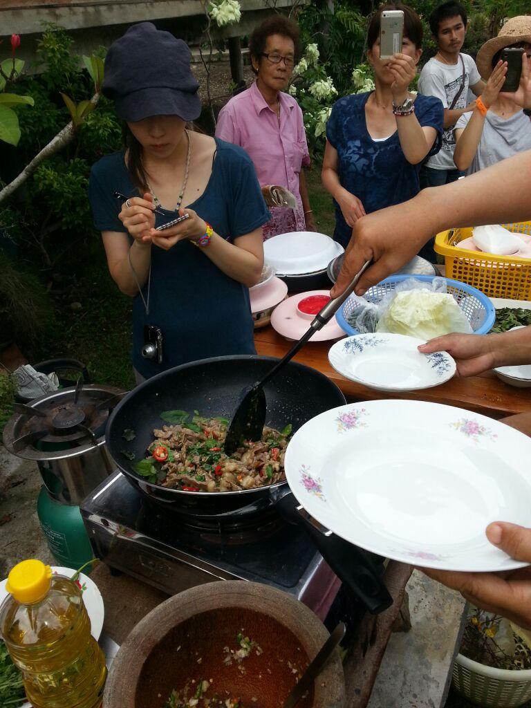 楽園二日目トゥックさん宅で料理教室20140612